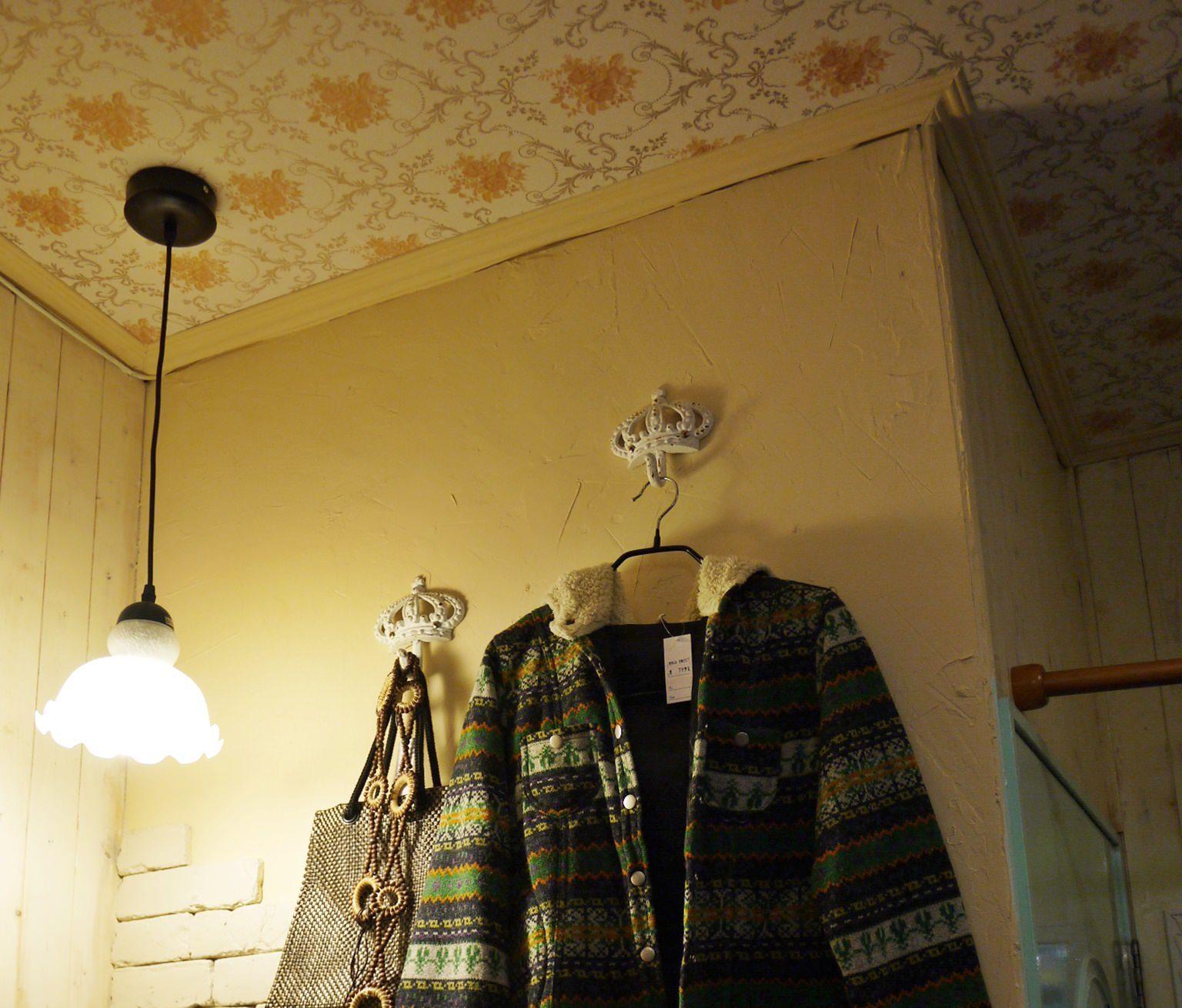 【作品】NiNi 2服飾店改裝。異國小風情輕裝修,特色壁紙與線板。