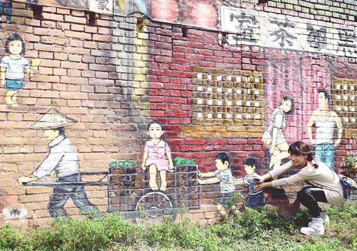 《旅遊*彰化縣永靖鄉》永靖故事牆。彰化彩繪村,藏著明星臉的繁華60年代彩繪牆