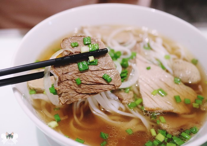 《美食*越南胡志明》Phở Ông Hùng。連鎖越式料理,牛肉河粉&越式春捲