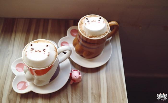 《台北貓咪咖啡館》框影。藏身信義區公寓二樓咖啡館,必點立體貓咪臉拉花熱飲