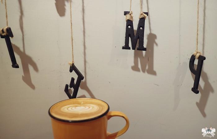 《美食*新北新莊區》Temp Coffee。幸福的溫度空間,鮭魚飯糰搭配輕拿鐵咖啡