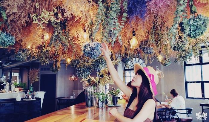 《花蓮咖啡館》奇幻地咖啡|近花蓮遠百的二樓咖啡廳,絕美乾燥花花海!